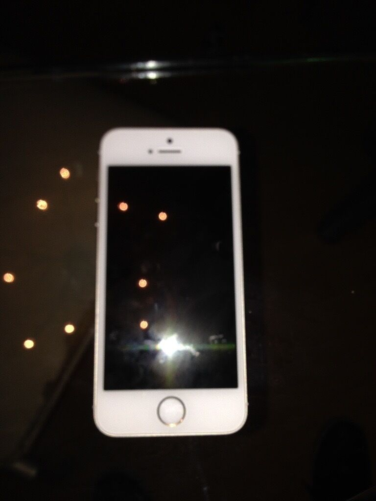 iPhone 5s white/goldin Branston, StaffordshireGumtree - iPhone 5s immaculate condition apart from small dent on back near the apple sign ,screen perfect and edges perfect ,comes with box will make good xmas present only selling due to upgrade to a 7 ,bargain £160