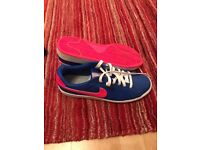 Ladies Nike trainers size 7.5uk worn once