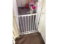Extending safety gate baby start