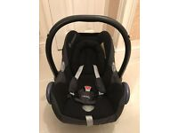 Maxi Cosi Carseat with Isofix and Accessories