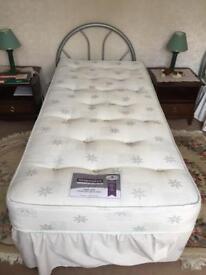 Single bed, hardly used