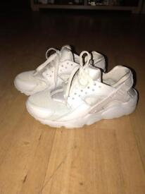 Nike hurraches size 5