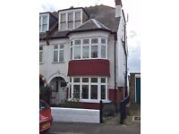 1 Bed Flat in Leigh on Sea - South of Leigh Broadway