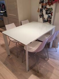 Extensible dining table and 4 chairs