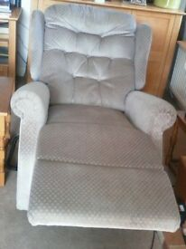 Celebrity recliner. Needs a new plug. Not needed anymore. good condition.