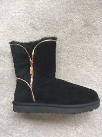 Black new Genuine UGG boots, never worn, size 7.5 (eur40).