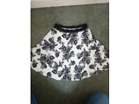 Beautiful ladies floral skirt size 10 vgc £2