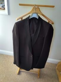 Tuxedo / Dinner Jacket in very good condition, ideal for Xmas party Size 39S