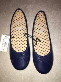 Girls blue zoo navy pumps size 4