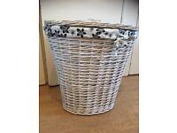 N/n White willow linen basket