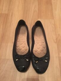 Woman's black pumps size 6.5