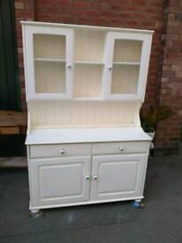 Pine painted unit