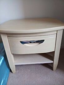 Very good condition 2 bed side good quality tables
