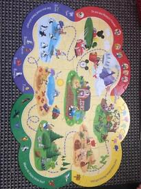 Mickeymouse clubhouse look and find book and jigsaw