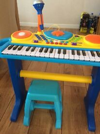 Keyboard music station with mic and stool