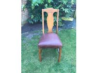 Lovely dining table and 6 chairs