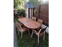 EXTENDING LARGE TABLE AND 7 CHAIRS