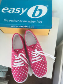 LADIES WIDE FIT CANVAS DB SHOES SIZE 4V NEW WITH TAGS and BOX