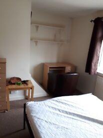 Large Double room available now near Churchill hospital
