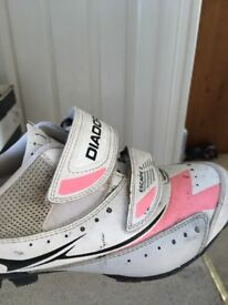 Cycling shoes for road bike
