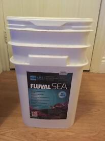 Aquarium fluval sea salt