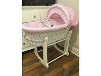 izzi wotnot moses basket and obaby rocking stand excellent condtion