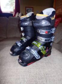 Kids Ski Boots Size 24.5 Mondo (Approx Size 5)