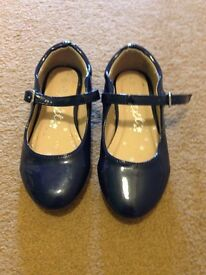 Girls next navy patent shoes