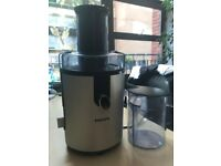 Juicer: juices whole fruit & veg