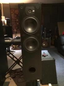 Dynalab SDA 2.8, 200 watts dual subwoofer Speaker pair. With Rare Target stands.