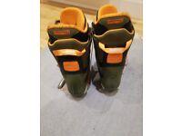 2013 155cm Forum snowboard and 8.5 UK Burton snowboard boots