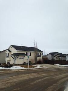 Beautiful Sexsmith home, w/ fenced yard and off Street Parking!!