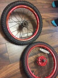 Kids bike tyres