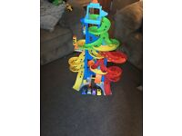 Fisher price skyway garage with 4 cars perfect condition