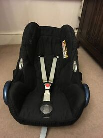 Black Maxi Cosi Pebble car seat in great condition.
