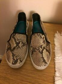 Blowfish snakeskin pumps 4