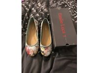Women's brand new flat shoes size 8