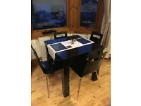 Extentable dining table