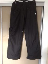 Only worn for 1 2hr slot Ladies Nike FitStorm ski trousers 10/12