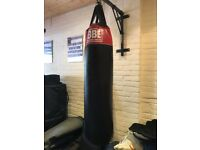 BBE Boxing Bag Britania Boxing + Wall mount and 2x sets of gloves.