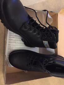 Size 10 men's work boots black onyx