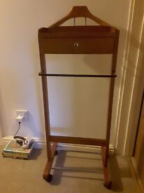 Valet free standing for jacket and trousers