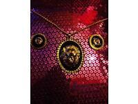 Ladies keel set Versace inspired New never worn £25