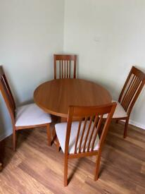 ⭐️ Extendable Dining table and 4 chairs ⭐️