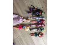 8 dolls for only £20 ! ( barbie and monster high)