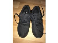 Plain black trainers Size 6 ( like new)