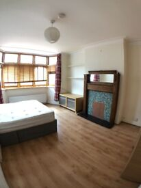 2 MASSIVE Double Rooms in Clean Modern Garden House