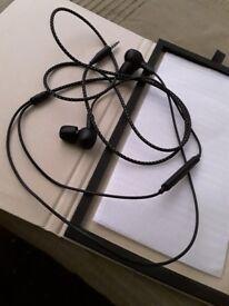 Bang and olefsun headphones with memory foam ear buds