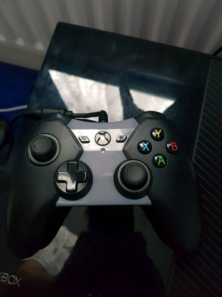 Xbox one controller. Led lights. Wired | in Purley, London | Gumtree