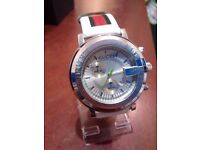 white gucci watch stylish